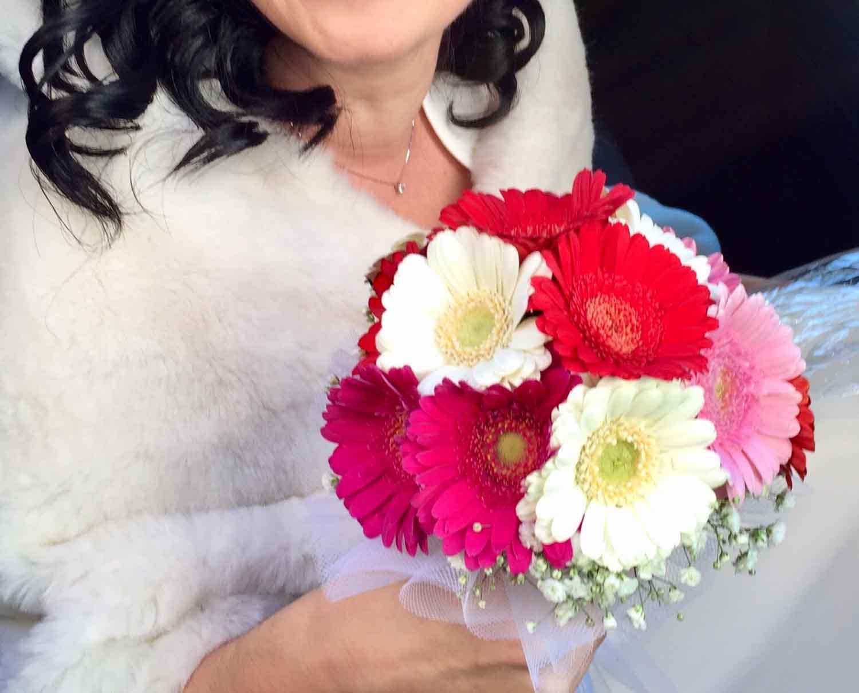 Come si porta un bouquet da sposa